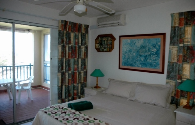LLF – MAIN BEDROOM (640×413)