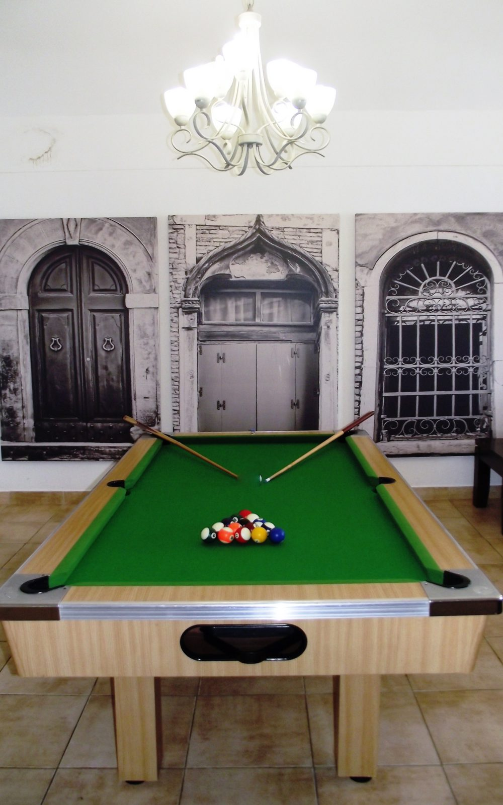 SANTORNI H – POOL TABLE